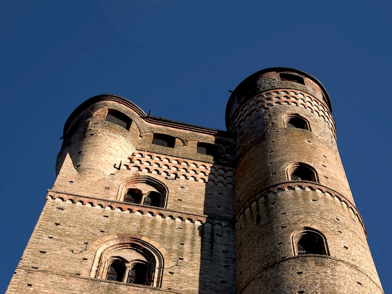 Serralunga d'Alba Castle