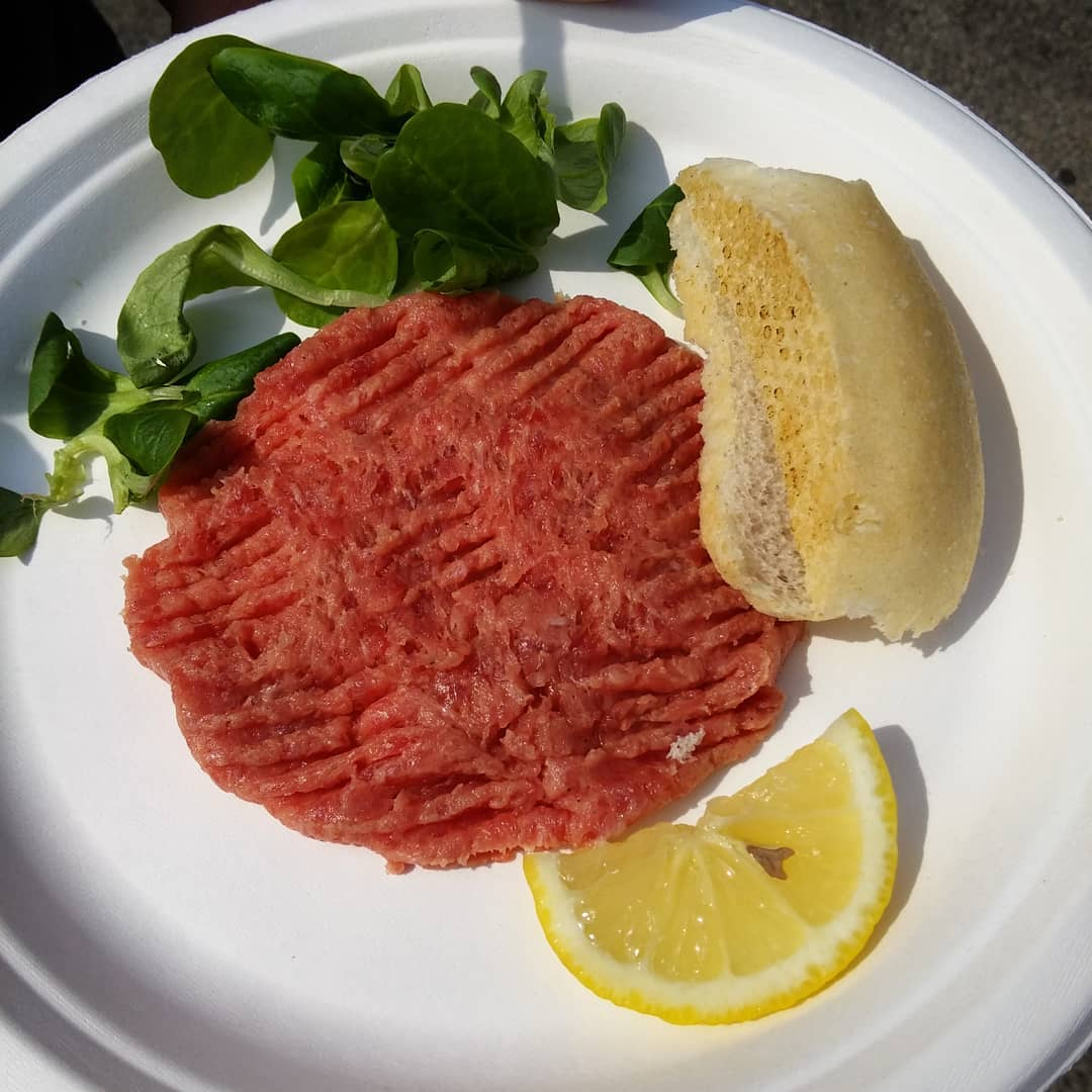 Raw meat with lemon